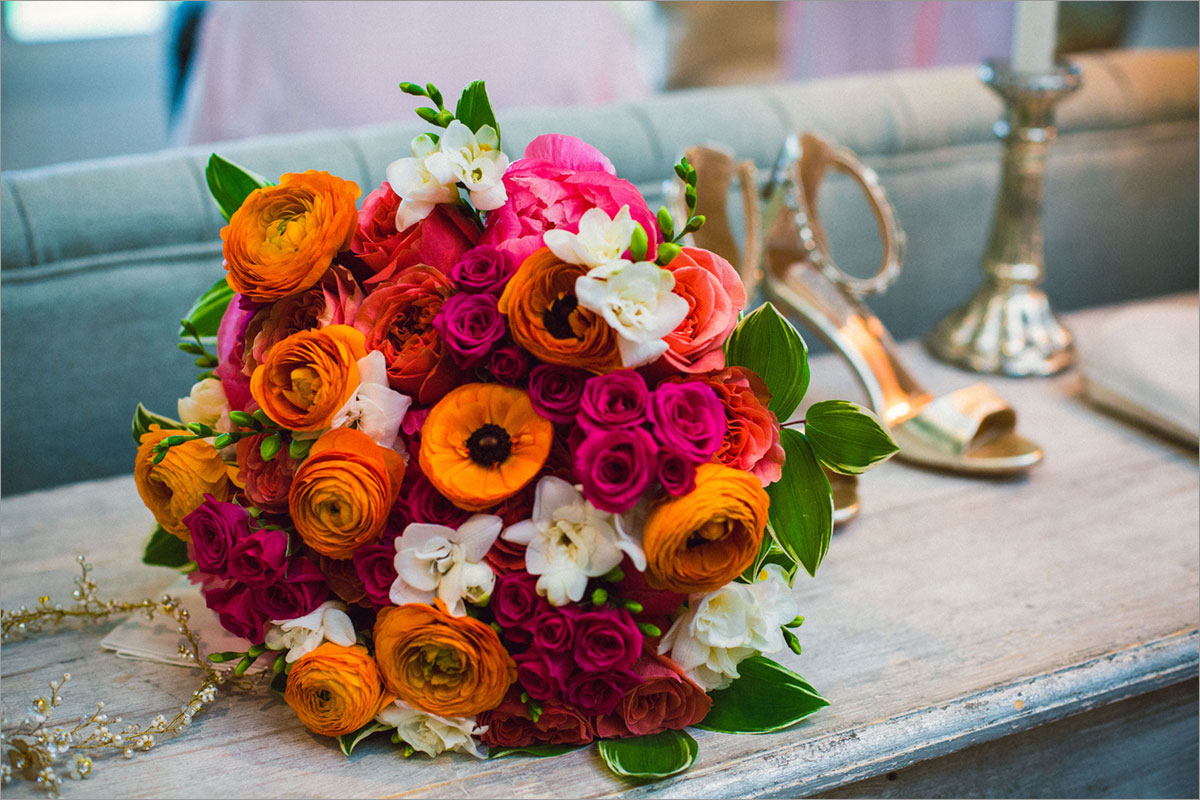 bridal bouquet oranges pinks