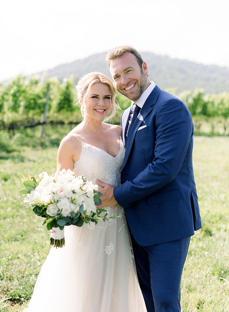 wedding-couple-virginia-vineyard