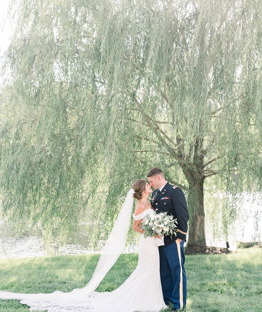 wedding-couple-willow-tree